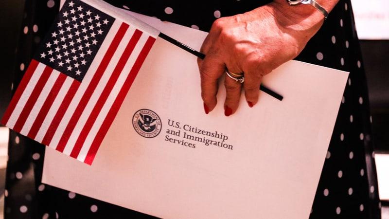 Điều kiện xin nhập tịch Mỹ cho người có thẻ Xanh